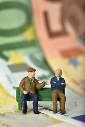 SYMBOLBILD - Rente, Rentner, Pension, Pensionisten, Geldscheine, Euro // pension, pensioners, banknotes, euros. EXPA Pictures © 2015, PhotoCredit: EXPA/ Eibner-Pressefoto/ Weber<br /> <br /> *****ATTENTION - OUT of GER*****
