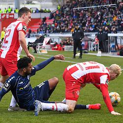 Waldhofs Mohamed Gouaida (Nr.18) gegen Wuerzburgs Sontheimer Patrick (Nr.12) und rechts Wuerzburgs Hemmerich Luke (Nr.21)  beim Spiel in der 3. Liga, FC Wuerzburger Kickers - SV Waldhof Mannheim.<br /> <br /> Foto © PIX-Sportfotos *** Foto ist honorarpflichtig! *** Auf Anfrage in hoeherer Qualitaet/Aufloesung. Belegexemplar erbeten. Veroeffentlichung ausschliesslich fuer journalistisch-publizistische Zwecke. For editorial use only. DFL regulations prohibit any use of photographs as image sequences and/or quasi-video.