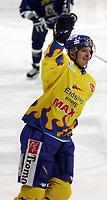 Ishockey , UPC serien , 24 februar 2005  , Hamar OL - Amfi , 2.Kvartfinale<br /> Storhamar  v  Sparta  (4-0) <br /> <br /> Mike Wilson , Storhamar scoret sitt første mål.