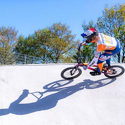 05-05-2020: Wielrennen: BMX KNWU: Papendal <br />De BMX'ers mochten weer de baan op. Dave van der Burg