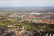 Nederland, Amsterdam, Amsterdam-Oost, 16-04-2008; onder in beeld Watergraafsmeer en Kruislaan (vlnr); onder rechts de Nieuwe Oosterbegraafplaats, links van de begraafplaats (aan de andere kant van de Middenweg) de Jaap Edenbaan en de sportvelden van de Meer (Middenmeer); bove de Nieuwe Ooster  Betondorp, links daarvan appartementen flats op de plek van het voormalige Ajaxstadion (de Meer); in het midden vlnr de Ringweg A10 met daar achter de flats van Diemen; in de verte, onder de horizon, Weesp; ..luchtfoto (toeslag); aerial photo (additional fee required); .foto Siebe Swart / photo Siebe Swart