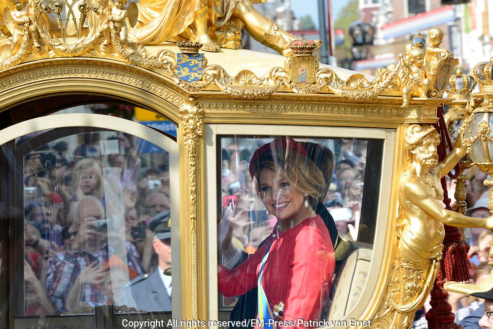Prinsjesdag 2014 - Balkonscene op Paleis Noordeinde  /// Parlementday 2014 - Balcony Scene at Palace Noordeinde<br /> <br /> Op de foto:  Koningin Maxima in de Gouden Koets // Queen Maxima in the golden coach