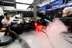 September 20, 2019, Singapore, Singapore: Motorsports: FIA Formula One World Championship 2019, Grand Prix of Singapore, ..Mechanic of Mercedes AMG Petronas Motorsport  (Credit Image: © Hoch Zwei via ZUMA Wire)