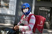 20200324 / URUGUAY / MONTEVIDEO / Coronavirus en Uruguay.<br /> En la foto: Joven repartidor de la empresa Pedidos Ya con tapabocas para evitar el contagio del Coronavirus en el centro de Montevideo.<br /> Foto: Ricardo Antúnez / adhocFOTOS