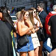 UK Weather - The Hottest week in June 2019, People watching busker in Trafalgar Square, on 27 June 2019, London, UK