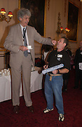 Chris Greener, the tallest living man and Terry Burrows the fastest window cleaner. 50th Anniversary Party of the Guinness Book of World Records, November 16, 2004 - The Royal Opera House London, Great Britain<br />ONE TIME USE ONLY - DO NOT ARCHIVE  © Copyright Photograph by Dafydd Jones 66 Stockwell Park Rd. London SW9 0DA Tel 020 7733 0108 www.dafjones.com