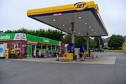 © Licensed to London News Pictures. 25/09/2021. High Wycombe, UK. An empty forecourt at a Jet petrol station in Micklefield High Wycombe after it ran out of fuel as panic buying takes hold following reports of fuel shortages due to delivery difficulties in the supply chain across in the UK because of a lack of HGV drivers. Photo credit: Peter Manning/LNP