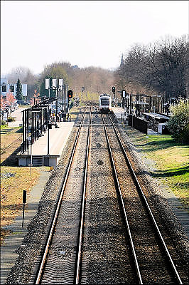 Nederland, Mook, Molenhoek, 20-5-2015 Een trein van vervoerder Veolia transport rijdt weg van het stationnetje richting Cuijk. Het bedrijf verzorgt de treinverbinding tussen Nijmegen en Roermond in Limburg. Foto: Flip Franssen/HH