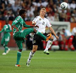 30.06.2011, Commerzbank Arena, Frankfurt, GER, FIFA Women Worldcup 2011, Gruppe A, Deutschland (GER) vs. Nigeria (NGA), im Bild .Alexandra Popp  (GER) gegen Osinachi Ohale (NGA) .// during the FIFA Women Worldcup 2011, Pool A, Germany vs Nigeria on 2011/06/30, Commerzbank Arena, Frankfurt, Germany.  EXPA Pictures © 2011, PhotoCredit: EXPA/ nph/  Karina Hessland       ****** out of GER / CRO  / BEL ******