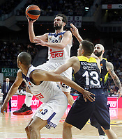 Real Madrid's Anthony Randolph (l) and Sergio Llull (c-l) and Fenerbahce Istambul's Bogdan Bogdanovic (c-r) and Pero Antic during Euroleague, Regular Season, Round 29 match. March 31, 2017. (ALTERPHOTOS/Acero)
