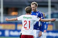 1. divisjon fotball 2015: Hødd - Fredrikstad. Fredrikstads Simen Rafn og Joachim Magnussen diskuterer i førstedivisjonskampen mellom Hødd og Fredrikstad på Høddvoll.