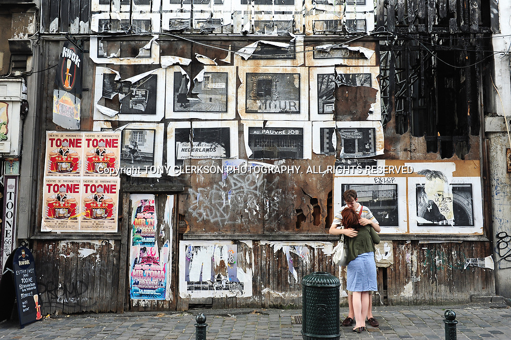Two young people hug on the Grassmarket in Brussels city centre