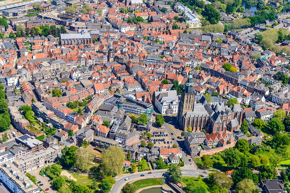 Nederland, Gelderland, Zutphen, 29-05-2019; Binnenstad met Sint Walburgiskerk en Librije.<br /> Overview of the town with St. Walburga Church and Librije (medieval library).<br /> <br /> luchtfoto (toeslag op standard tarieven);<br /> aerial photo (additional fee required);<br /> copyright foto/photo Siebe Swart