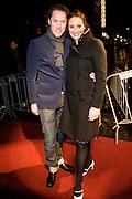La Vie en Rose in première in theater Tuschinski, Amsterdam. De film kreeg haar wereldpremière als openingsfilm van het prestigieuze Filmfestival van Berlijn.EEn film over het bewogen en gepassioneerde levensverhaal van Edith Piaf.<br /> <br /> Op de foto:  Lieke van Lexmond en Jeroen Rietbergen
