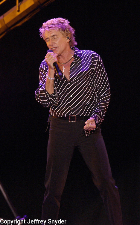 Rod Stewart performing on the United We Stand: What More Can I Give?  benefit concert at RFK Stadium in Washington, DC.  October 21, 2001 (Photo by Jeff Snyde)