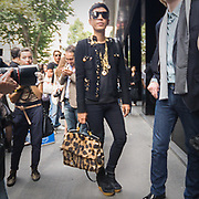 Adrian Boy, famoso fashion blogger, alla sfilata di Dolce e Gabbana<br /> <br /> Adrian Boy, the famous fashion blogger, at the Dolce e Gabbana fashion show.