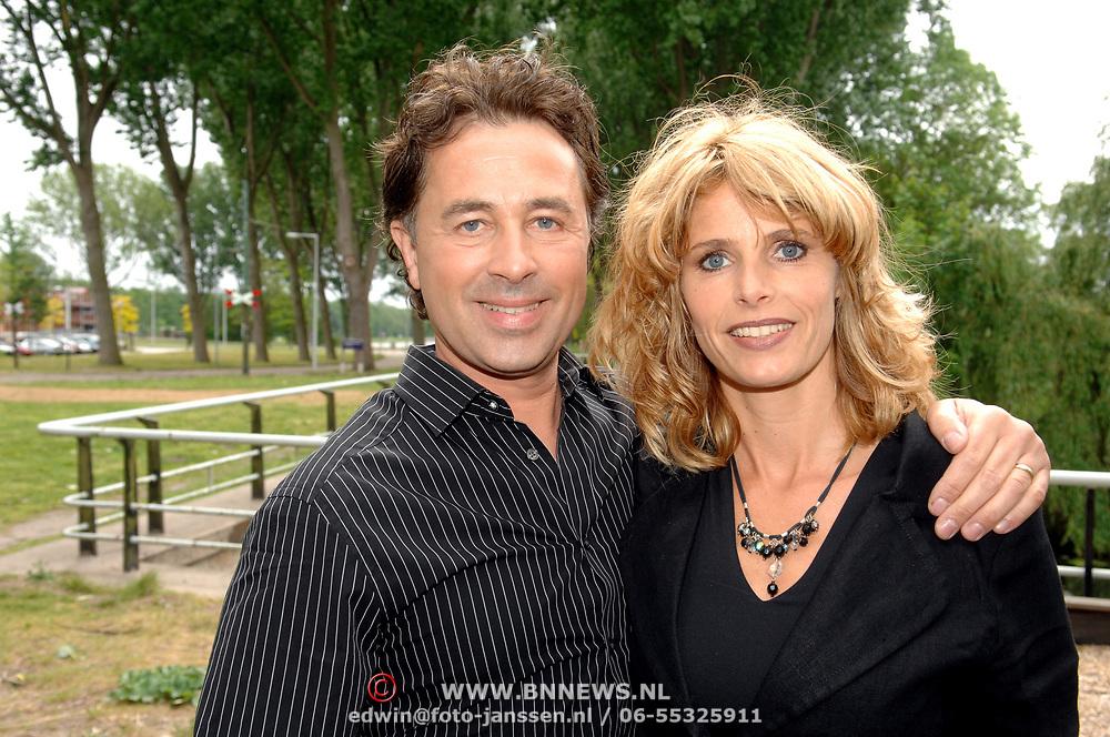 NLD/Amsterdam/20070509 - CD presentatie Bart Bosch, Bart met partner Mera Arendse