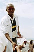 Vishandelaar op de markt aan Lake Victoria, Kampala