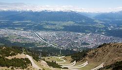 THEMENBILD - durch die Region in und um Innsbruck führen zahlreiche Wanderwege und -routen für alle Zielgruppen. Vom Familienwanderweg bis zu hochalpinen Touren ist für alle Naturbegeisterten etwas dabei. Im Bild Blick auf Innsbruck von der Seegrube // The region in and around Innsbruck lead numerous hiking trails and routes for all target groups. From the family hiking trail to high alpine tours, there is something for all nature enthusiasts. Innsbruck, Austria on2017/05/21. EXPA Pictures © 2017, PhotoCredit: EXPA/ Jakob Gruber