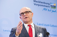 16 MAR 2017, BERLIN/GERMANY:<br /> Erwin Sellering, SPD, Ministerpraesident Mecklenburg-Vorpommern, waehrend einer Pressekonferenz nach einer Sitzung der Ministerpraesidentenkonferenz, Bundesrat<br /> IMAGE: 20170316-02-013<br /> KEYWORDS: Ministerpräsidentenkonferenz, MPK