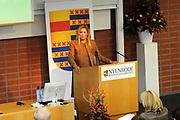 Hare Koninklijke Hoogheid Prinses Máxima der Nederlanden heeft op de Nyenrode Business Universiteit in Breukelen een toespraak over toegang tot financiële diensten (inclusive finance). <br /> <br /> Her Royal Highness Princess Máxima of the Netherlands at the Nyenrode Business University in Breukelen a speech on access to financial services (inclusive finance).<br /> <br /> Op de foto / On the photo: <br />  Prinses Maxima houdt haar toespraak