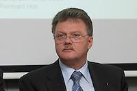 """16 MAR 2004, BERLIN/GERMANY:<br /> Richard Eberhardt, Praesident Internationaler Bustouristik Verband e.V., ADAC Gespraech zur Mobilitaet """"Sicherheit von Reisebussen - Unfaelle verhindern, Risiken vermeiden"""", ADAC Praesidialbuero Berlin<br /> IMAGE: 20040316-01-018<br /> KEYWORDS: ADAC Gespräch"""
