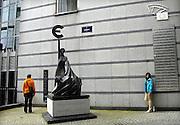 Belgie, Brussel, 4-6-2013Standbeeld van de koningin Europa voor een van de gebouwen van het Europees Parlement. In haar hand de Griekse E, die later het symbool voor de euro werd.Foto: Flip Franssen/Hollandse Hoogte