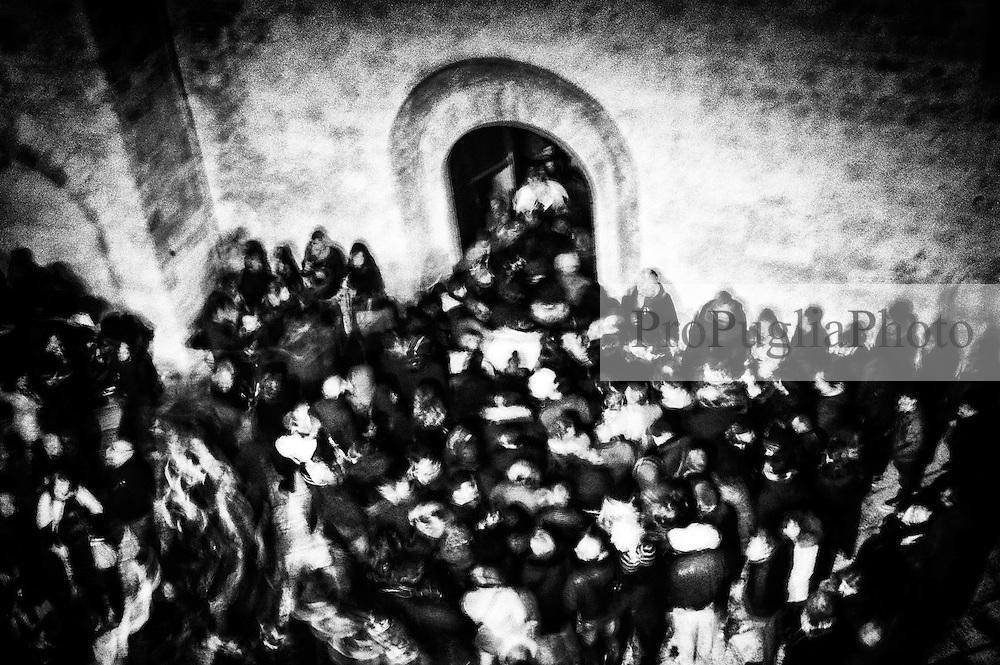 Noicattaro - Venerdi santo. Ingresso dei fedeli nella Chiesa Madre.