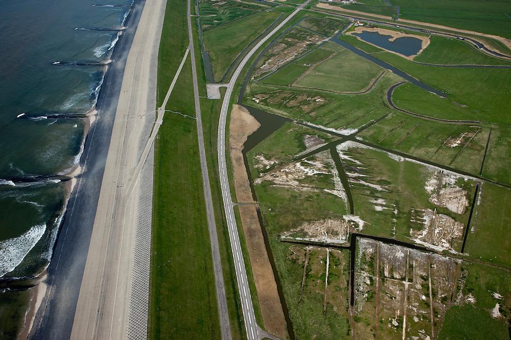 Nederland, Noord-Holland, Gemeente Schoorl, 28-04-2010; detail Hondsbossche zeewering, kribben beschermen de dijk, binnendijks de Leipolder (natuurontwikkeling). De zeewering is aangelegd als zeewering nadat de oorsrponkelijke duinen weggeslagen waren..Hondsbossche seawall, detail; groynes protect the seawall (levee), behind the dike the Lei polder (nature developement). The dike was built as a seawall after the primal dunes were washed away..luchtfoto (toeslag), aerial photo (additional fee required).foto/photo Siebe Swart