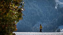 THEMENBILD WETTER, Wintereinbruch in Oesterreich. im Bild eine junge Frau spaziert im Schnee, im Vordergrund ein Baum mit herbstlichen Blaettern bei Kaprun, Salzburger Land. Bereits Anfang Oktober zeigte sich der grossteil Österreich in weisser Pracht. Kaprun, Oestereich. Bild aufgenommen am 11.10.2013 // WEATHER THEME IMAGE, winter in Austria. picture shows: a young woman walks in the snow, in the foreground a tree with autumn leaves near Kaprun, Salzburg. In early October a large part of Austria is in white splendor. Kaprun, Austria on 2013/10/11. EXPA Pictures © 2013, PhotoCredit: EXPA/ Juergen Feichter