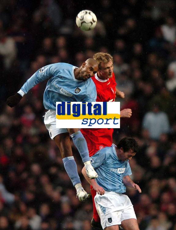 Photo: Richard Lane.<br /> Manchester City v Liverpool. Barclaycard Premiership.<br /> 28/12/2003.<br /> Nicolas Anelka gets above Sami Hypia for the ball.