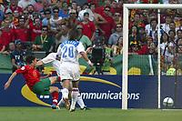 Lisbon 16/6/2004 Euro2004 <br />RUSSIA PORTUGAL 0-2<br />Maniche, Portugal, scores 1-0 <br />Maniche, Portugal, segna il gol del vantaggio.<br />Photo Graffiti