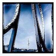 DOM 30 Hamburg Homage Serie DOM 2015.                                     Hamburg Homage Serie Fernsehturm 2015.                                                  C-Print auf eine MDF-Platte mit einer Stärke von 5 mm gebracht und mit einer besonderen Schicht aus Wachs versiegelt.<br /> Format: 20 cm x 20 cm. 30 cm x 30 cm. 60 cm x 60 cm.<br /> Limitierte Edition von 99 ist vom Künstler handsigniert und nummeriert.                           ©Nero Pécora
