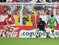 0:1 Tor v.l. Torschuetze Alexander Frei, Torwart Kossi Agassa, Richmond Forson Togo Schweiz<br /> Fussball WM 2006 Togo - Schweiz <br /> Togo - Sveits<br /> Norway only