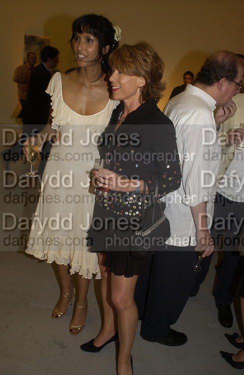 Padma Rushdie and Kathy Lette. Party to celebrate the publication of Shalimar the Clown by Salman Rushdie. David Gill Gallery, 3 Loghborough St. London SE11 ONE TIME USE ONLY - DO NOT ARCHIVE  © Copyright Photograph by Dafydd Jones 66 Stockwell Park Rd. London SW9 0DA Tel 020 7733 0108 www.dafjones.com