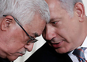 Israeli Prime Minister Benjamin Netanyahu (R) and Palestinian President Mahmoud Abbas attend an event about the Middle East peace talks in the East Room at the White House in Washington, September 1, 2010.  (2nd L). REUTERS/Jim Young   (UNITED STATES)