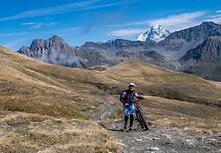 15-09-2017 ITA: BvdGF Tour du Mont Blanc day 6, Courmayeur <br /> We starten met een dalende tendens waarbij veel uitdagende paden worden verreden. Om op het dak van deze Tour te komen, de Grand Col Ferret 2537 m., staat ons een pittige klim (lopend) te wachten. Na een welverdiende afdaling bereiken we het Italiaanse bergstadje Courmayeur. Elias