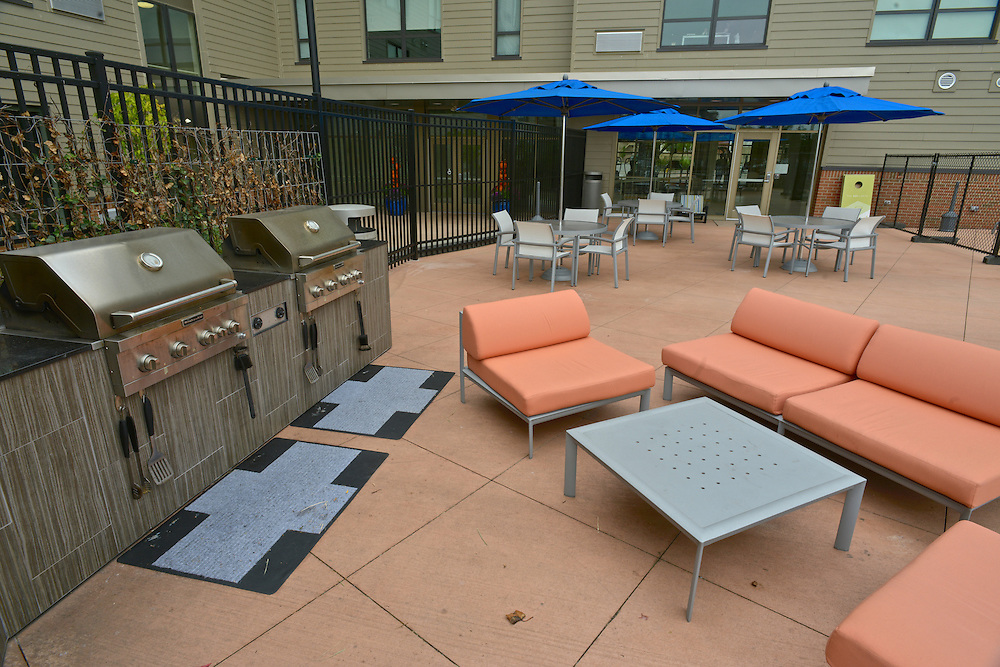 Grills and seating on the outdoor patio at 401 Lofts apartments.