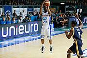 DESCRIZIONE : Cantu Lega A 2013-14 Acqua Vitasnella Cantu Sutor Montegranaro<br /> GIOCATORE : Joe Ragland<br /> CATEGORIA : Tiro Three Points<br /> SQUADRA : Acqua Vitasnella Cantu<br /> EVENTO : Campionato Lega A 2013-2014<br /> GARA : Acqua Vitasnella Cantu Sutor Montegranaro<br /> DATA : 29/12/2013<br /> SPORT : Pallacanestro <br /> AUTORE : Agenzia Ciamillo-Castoria/G.Cottini<br /> Galleria : Lega Basket A 2013-2014  <br /> Fotonotizia : Cantu Lega A 2013-14 Acqua Vitasnella Cantu Sutor Montegranaro<br /> Predefinita :
