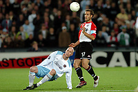 Fotball, 21. oktober 2004, Feyenoord - Heart of Midlothian , UEFA cup , Patrick Paauwe in duel met Kevin McKenna<br /> Norway only