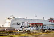 Vrachtwagens gaan met de veerboot van Stena Line van Hoek van Holland naar Engeland- Trucks drive to Stena Line ferry for transport from Hoek van Holland to England