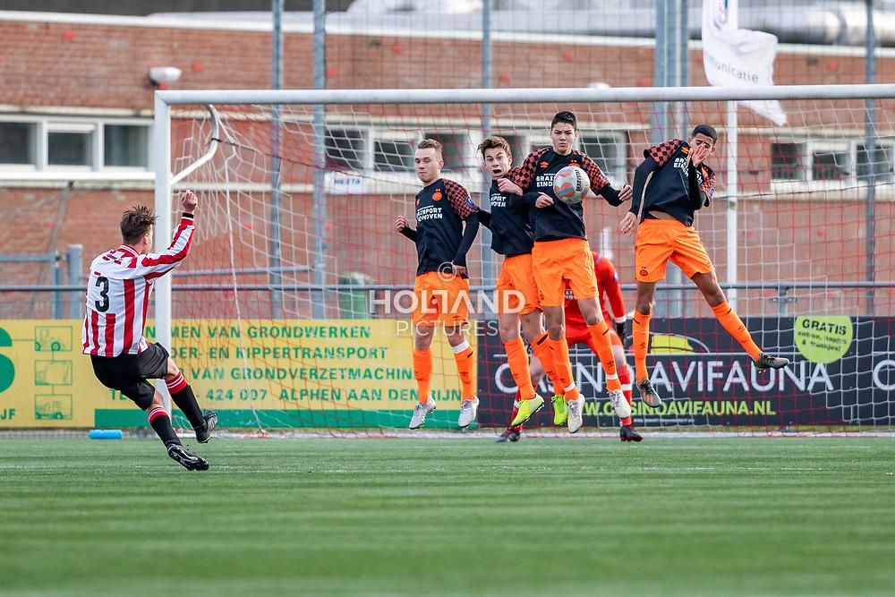 11-01-2020: Voetbal: Alphense Boys U17 v PSV U17: Alphen aan den Rijn<br /> Onder 17, JO17-1, achtste finales - Seizoen 2019-2020<br /> (L-R) #3 Metehan Bekgoz (Alphense Boys), #6 Lars Putters (PSV), #8 Mylian Jimenez (PSV), #3 Jenson Seelt (PSV), #10 Mohamed Nassoh (PSV)