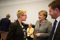 DEU, Deutschland, Germany, Berlin, 26.01.2016:  Bundeskanzlerin Dr. Angela Merkel (CDU) im Gespräch mit Nadine Schön, stv. Fraktionsvorsitzende der CDU/CSU-Bundestagsfraktion, vor Beginn der Fraktionssitzung im Deutschen Bundestag.
