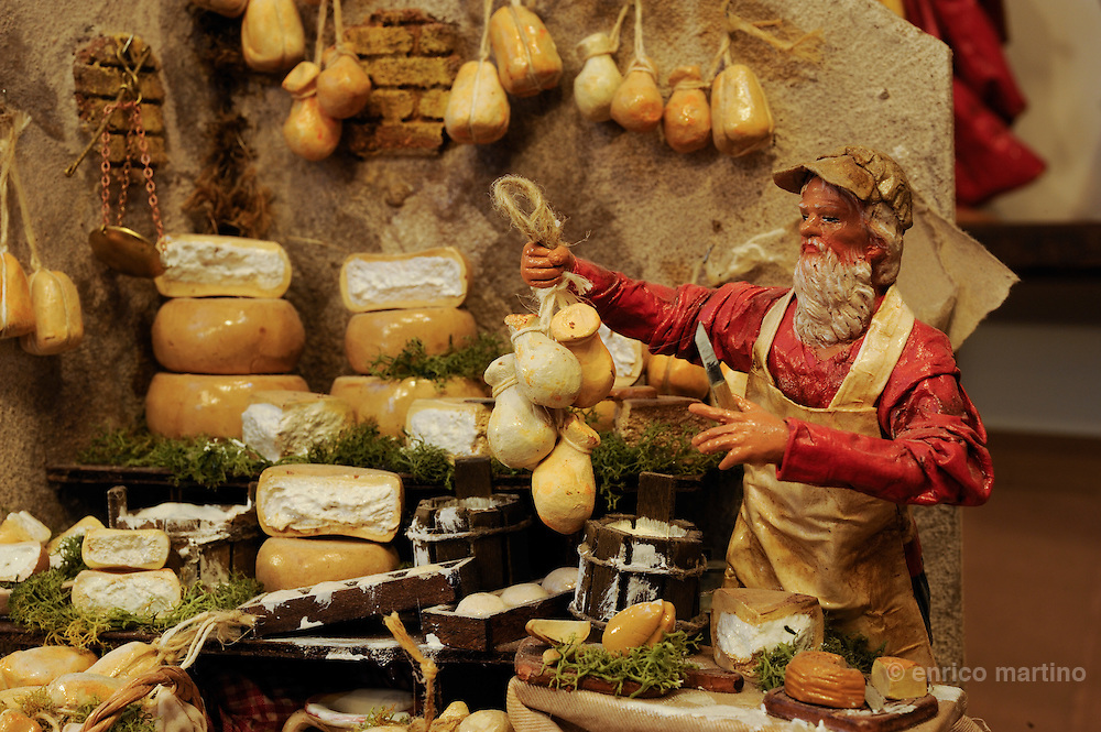 Lecce, the workshop of Claudio Riso is one of the most renowned papier-machè craftsmen. The traditional works characters.