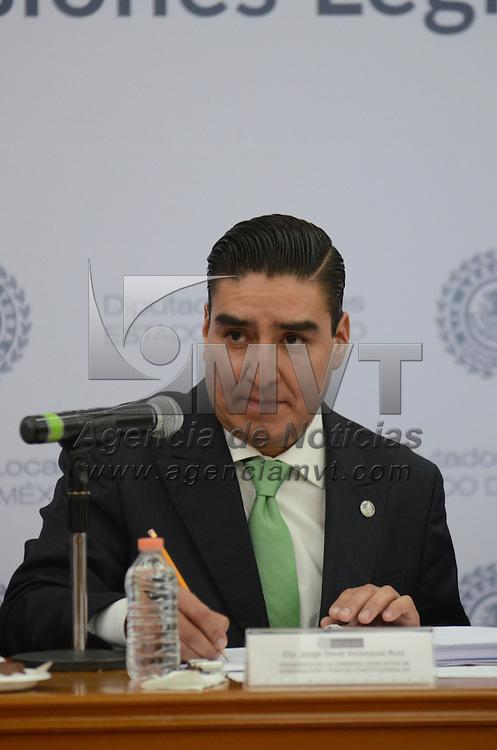 Toluca, México (Abril 28, 2016).- Jorge Omar Velázquez Ruíz, Presidente de la Comisión Legislativa de Gobernacion y puntos Constitucionales, encabezó la comisiones legislativas en el Salón Benito Juárez de la Cámara de Diputados. Agencia MVT / Arturo Hernández.