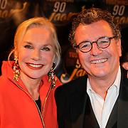 NLD/Amsterdam/20111028- Gala 90 jarig bestaan Theater Tuschinski, Monique van der Ven en partner Edwin de Vries
