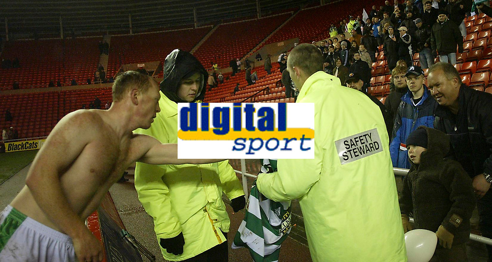 Photo: Andrew Unwin.<br /> Sunderland v Northwich Victoria. The FA Cup. 08/01/2006.<br /> Northwich's Stuart Elliott (L) gives his shirt to a young fan at the end of the game.