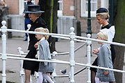 De koninklijke familie en tal van vrienden, bekenden en collega's van prins Friso zijn samengekomen in de Oude Kerk in Delft om de op 12 augustus overleden prins Friso te herdenken. <br /> <br /> The royal family and many friends, acquaintances and colleagues of Prince Friso are in the Old Church in Delft to commemorate the Prince who past away on August 12 2013.<br /> <br /> Op de foto / On the photo:  Prinses Beatrix en Prinses Mabel en dochters Zaria en Luana / Princess Beatrix and Princess Mabel and Zaria and Luana