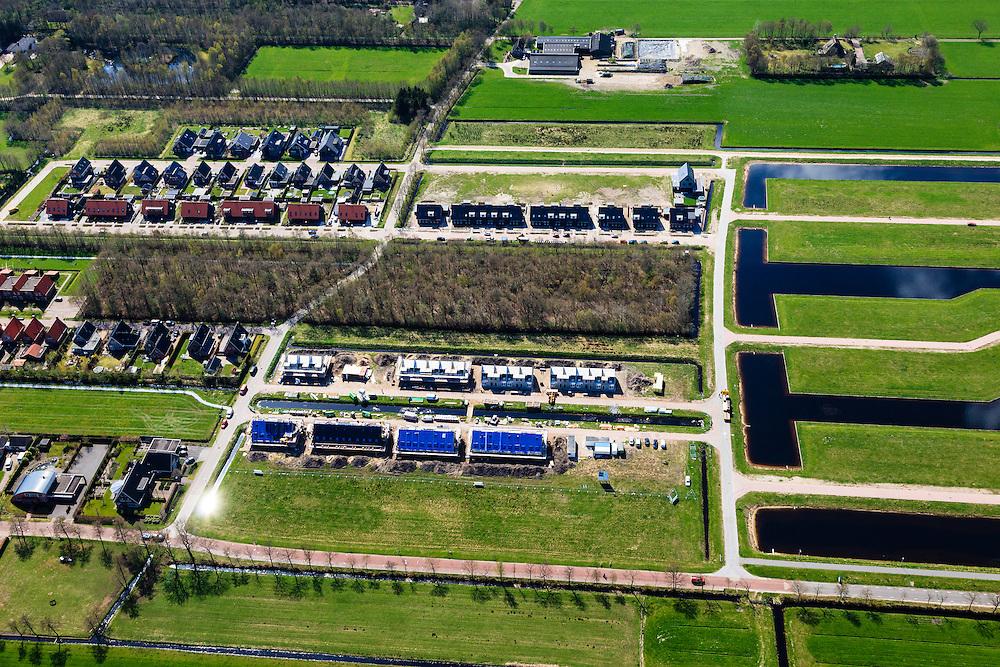 Nederland, Friesland, Gemeente Smallingerland, 01-05-2013; ten westen van Drachten, voormalige landelijk gebied tussen Boornbergum en De Wilgen, nu gedeeltelijk bebouwd en in ontwikkeling. Niet alle kavels zijn in gebruik.<br /> Newly constructed houses and empty lots in former rural area in Drachten West. <br /> luchtfoto (toeslag op standard tarieven);<br /> aerial photo (additional fee required);<br /> copyright foto/photo Siebe Swart