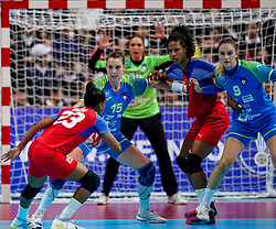 05-12-2019 JAP: Cuba - Slovenia, Kumamoto<br /> Fourth match groep A at 24th IHF Womenís Handball World Championship. Slovenia win 39 - 26 of Cuba / Teja Ferfolja #15 of Slovenia, Nina Zabjek #9 of Slovenia, Yunisleidy Camejo Rodriguez #11 of Cuba